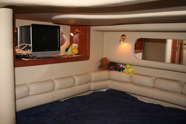 Mid-Cabin Double Berth