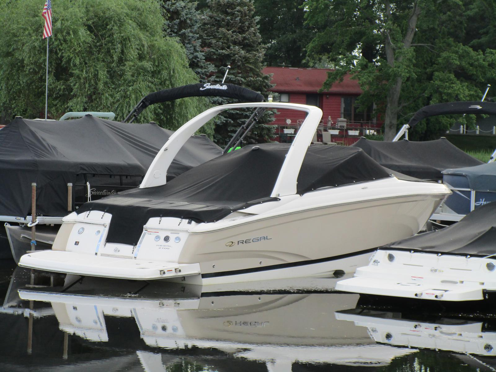 Regal Bowrider 2700