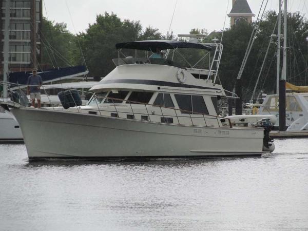 Tollycraft 48 Motor Yacht (Sedan Convertible) Starboard Side