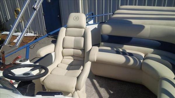 Bentley Pontoons Cruise 240