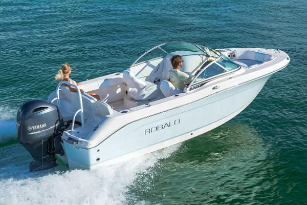 Robalo R207 Dual Console Manufacturer Provided Image