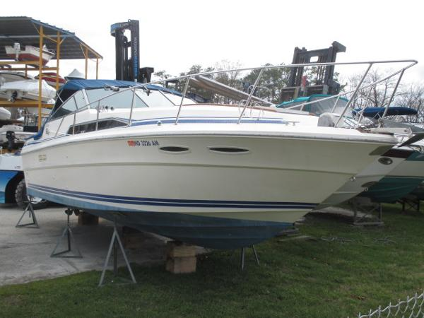 Sea Ray 340 Express Cruiser Starboard Bow