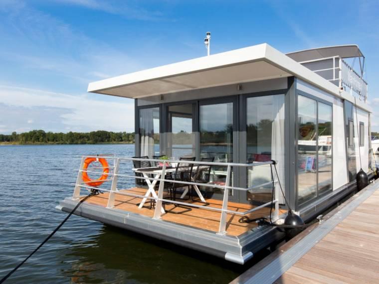 MarinHome Houseboat