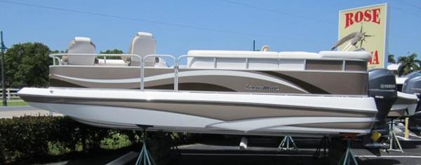 SouthWind 229 L Deck Boat