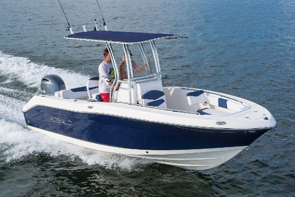 Robalo R202 Explorer Manufacturer Provided Image