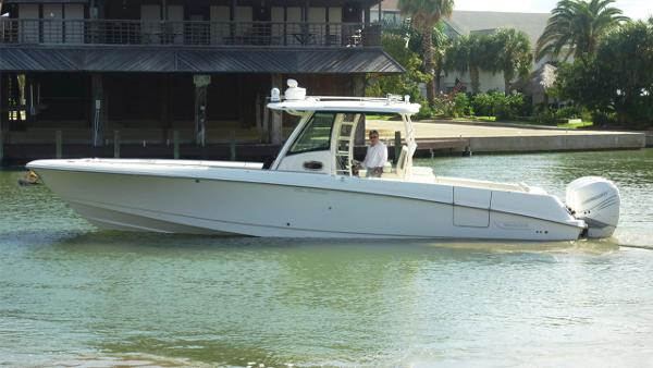 Boston Whaler 350 Outrage Seakeeper Equipped