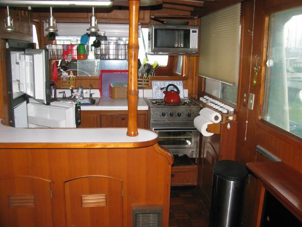 U-shaped galley and bar