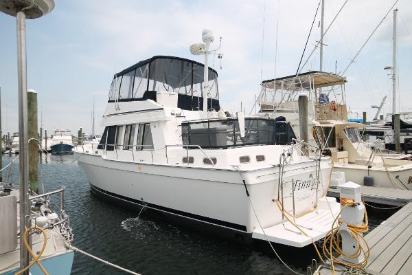 Mainship 43 Trawler Aft Cabin