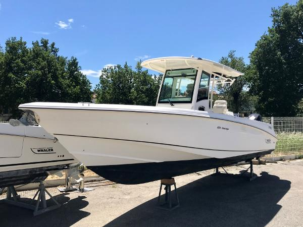Boston Whaler 320 Outrage Boston Whaler 320 Outrage
