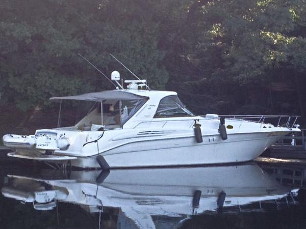 Sea Ray 450 Sundancer On the River