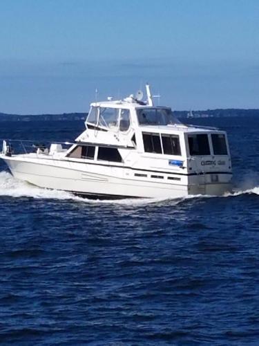 Viking Motor Yacht Cutting Class Underway (Fall 2016)
