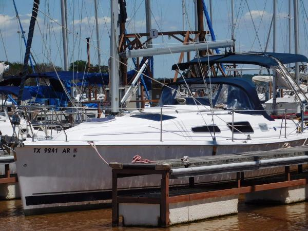 Hunter 33 Port Bow