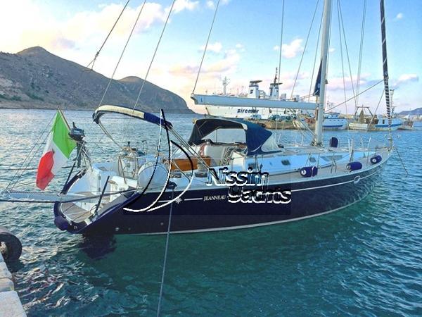 Jeanneau Sun Odyssey 52.2 Sun Odyssey 52.2 at anchor