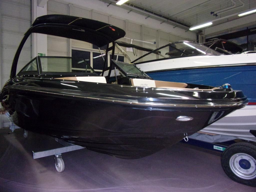 Sea Ray 210 SPXE Black Beauty sofort lieferbar