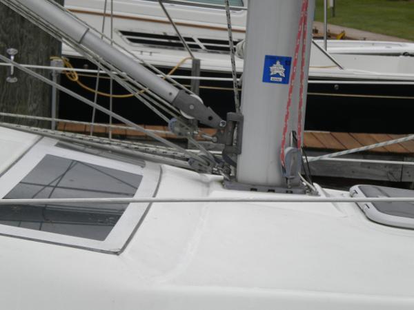 Vang/mast base