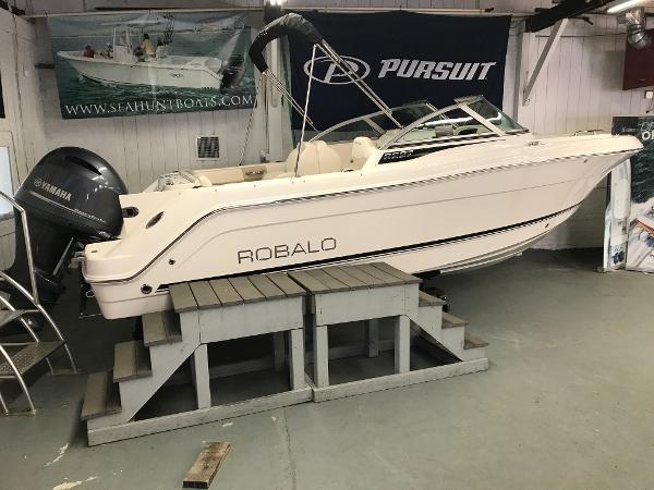 Robalo R227 Dual Console