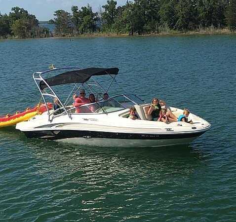Sea Ray 220 Sundeck 2002 Sea Ray 220 Sun Deck for sale in Ardmore, OK