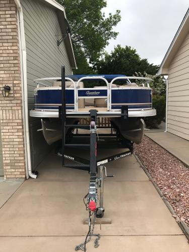 Sun Tracker 22 DXL Fishing Barge