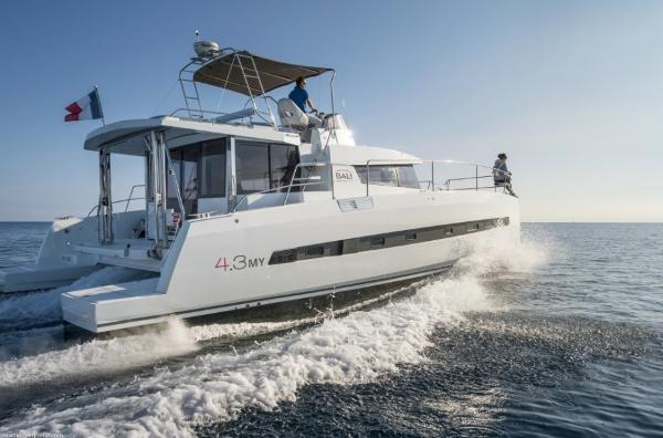 Bali 4.3 Power Catamaran