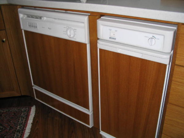 Galley dishwasher