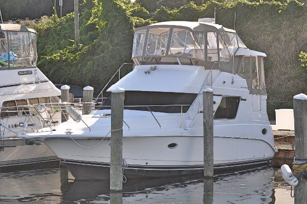 Silverton 352 Motor Yacht Port Bow Profile