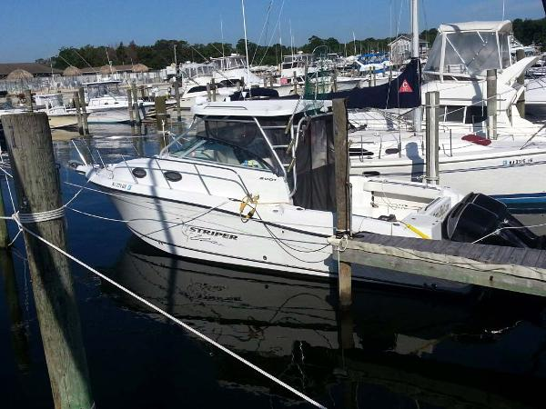 Seaswirl Striper 2901 Walkaround O/B Port
