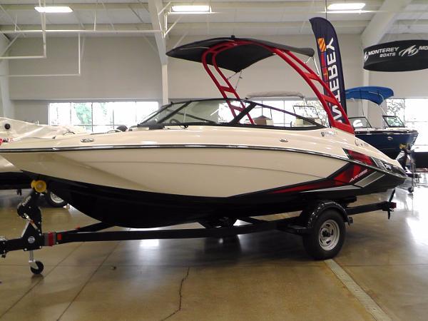 Yamaha Sport Boat AR195