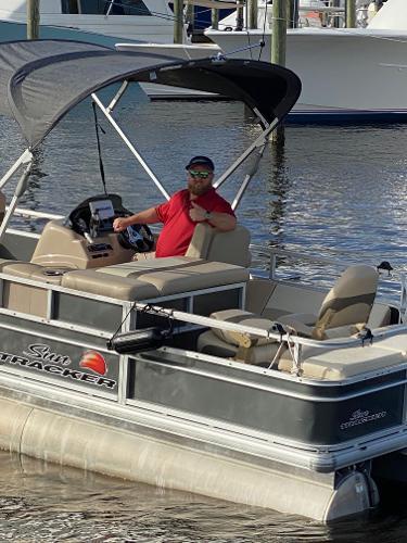 Sun Tracker FISHING BARGE 22 DLX