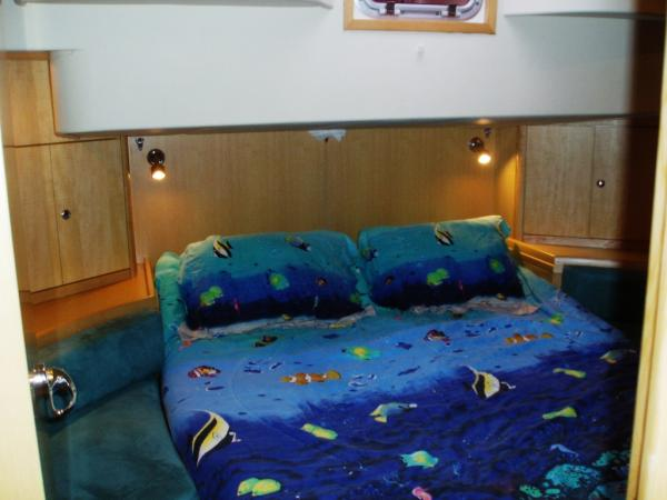 Master stateroom with centreline berth