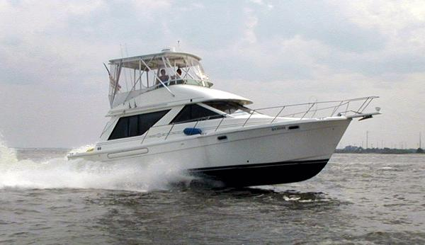 Bayliner 3988 Hard Top 1998 Bayliner 3988 Hard Top (Underway)
