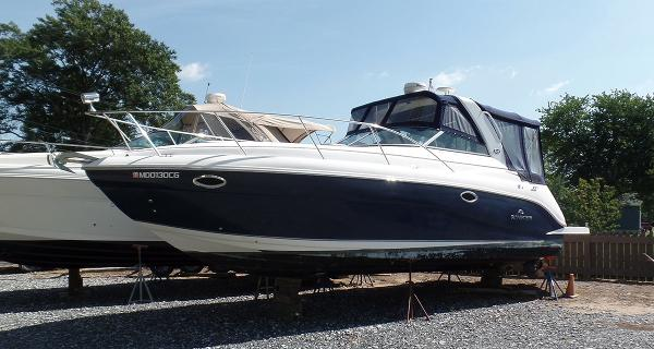 Rinker 320 Express Cruiser Profile