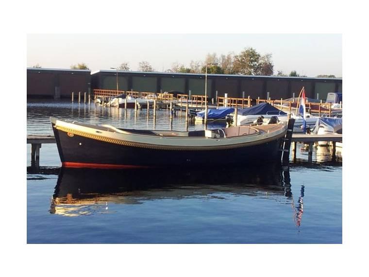 B&C Lifestyle Boats B&C Lifestyle Boats 825