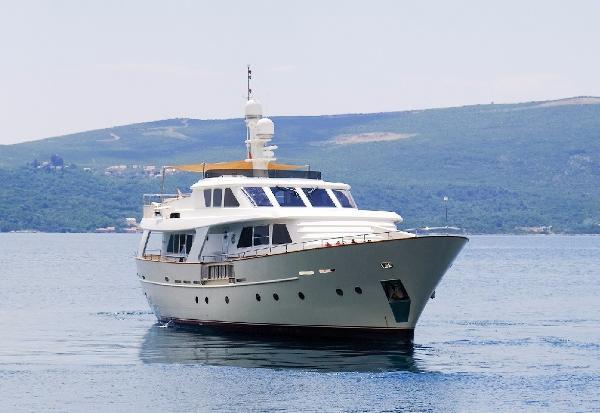 BENETTI SAIL DIVISION 82 At sea