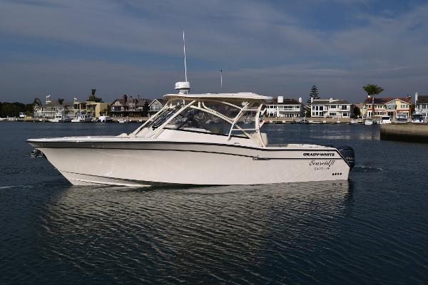 Grady-White Freedom 335 Main profile
