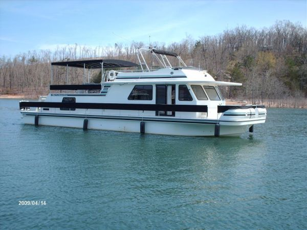 Gibson 5500 SERIES Photo 1 - Starboard Forward