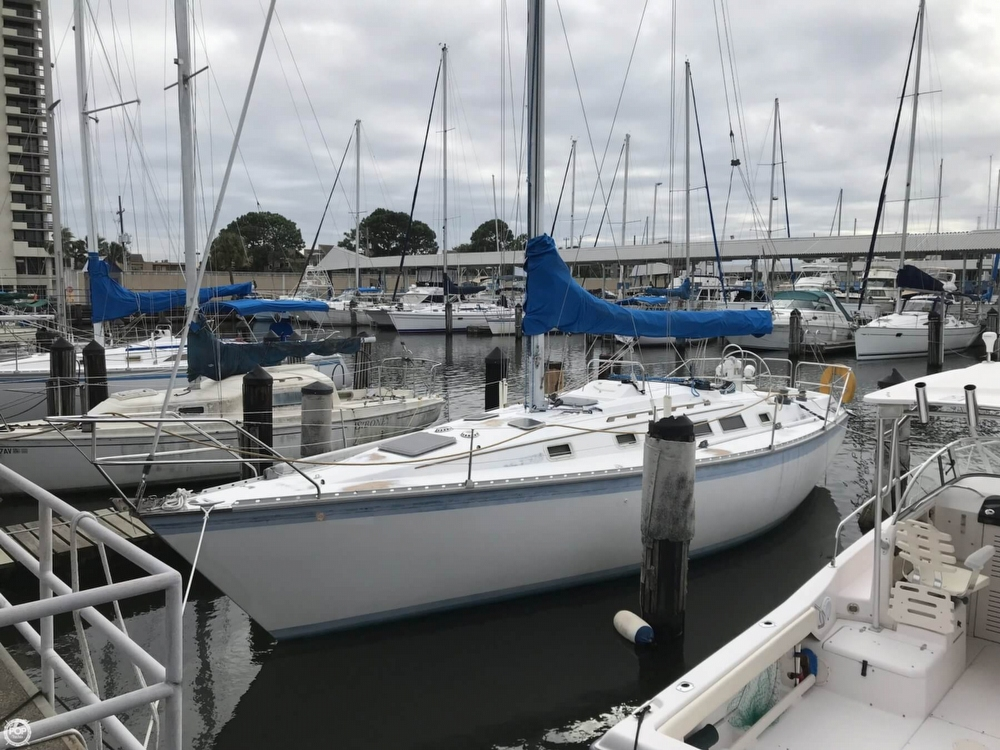 Hunter 34 1983 Hunter 34 Sloop Shoal Draft for sale in New Orleans, LA