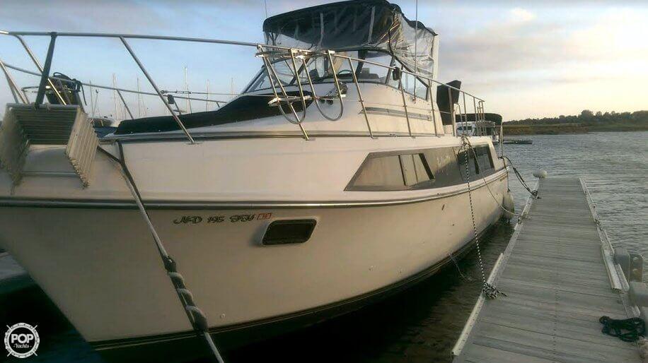 Carver 36 Motor Yacht 1988 Carver 36 for sale in Riverdale, ND