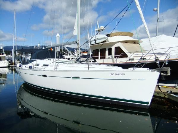 Beneteau 393 Starboard profile (sister ship)