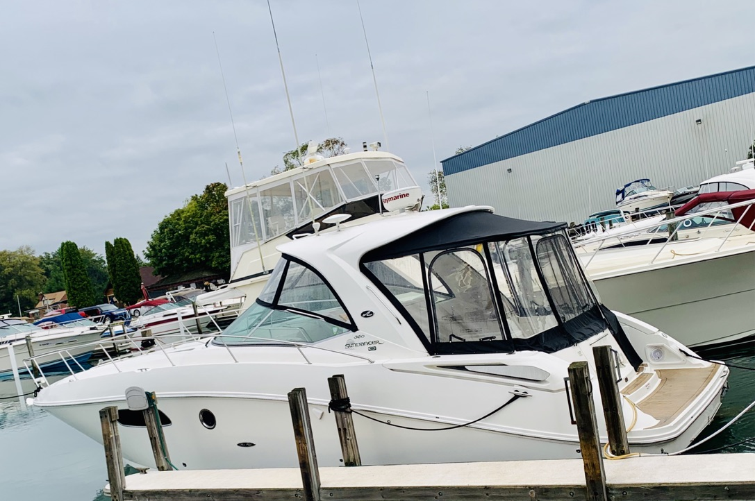 Sea Ray 350 Sundancer White Hull