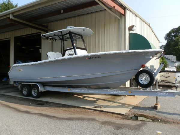 Sea Hunt Gamefish 27 with Coffin Box