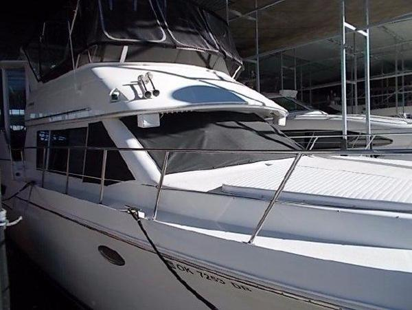 Carver 405 Aft Cabin Motoryacht Stb. Bow