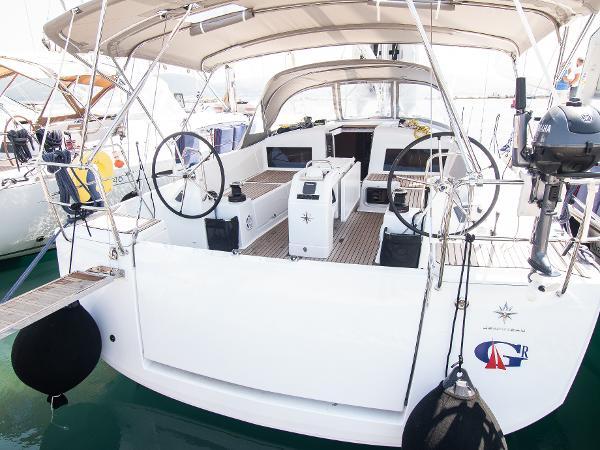 Jeanneau Sun Odyssey 440 jeanneau sun odyssey 440 cockpit