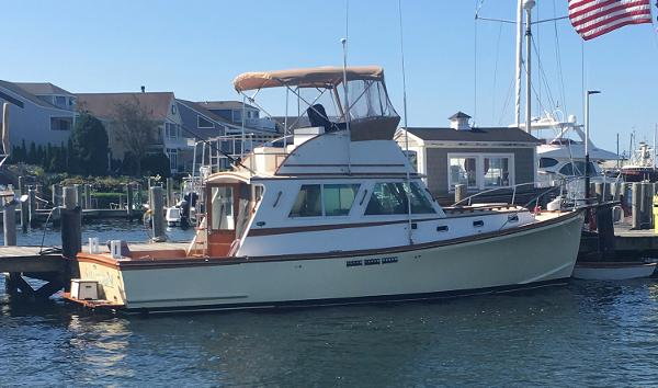 Wilbur 34' Flybridge Cruiser