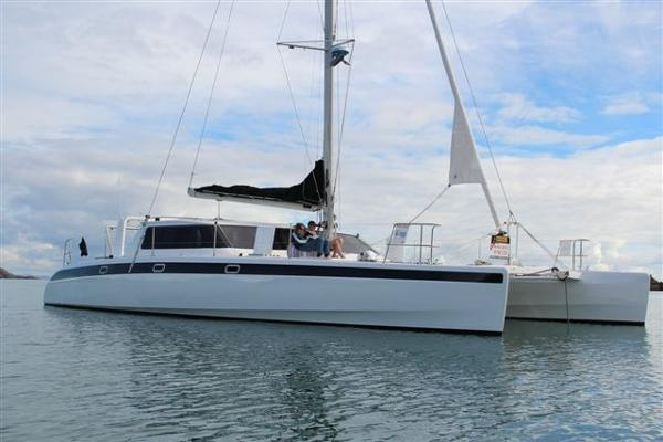 Grey Bull Sailing Cat 54