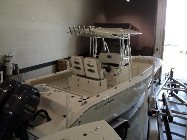 Cobia Boats 261 Center Console