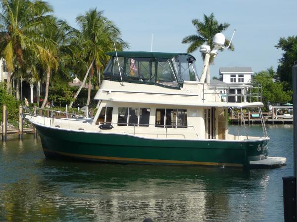 Mainship 40 Trawler Exterior Portside