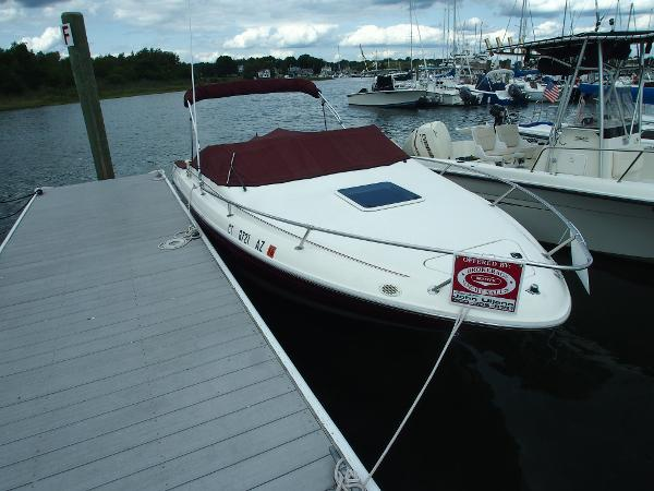 Sea Ray 220 Cuddy Cabin