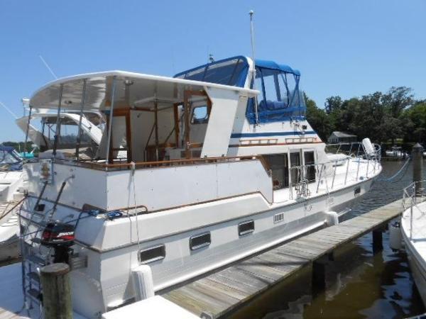 Nova 42 Sundeck Starboard Profile