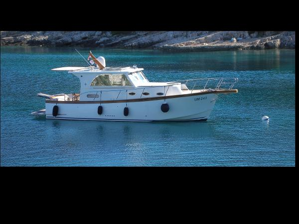 Custom Euroyacht Marco Polo 12 Moored profile