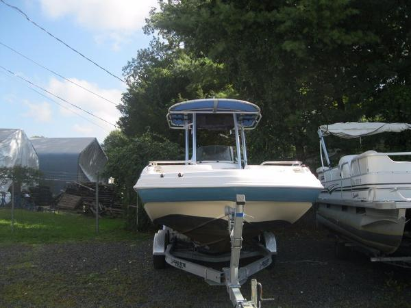 Hurricane GS 231 CC Deckboat